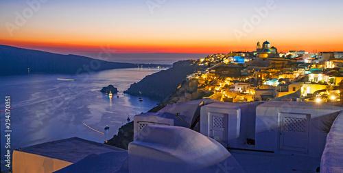 Foto auf AluDibond Santorini Sunset on Santorini Island, top view of Oia, Greece