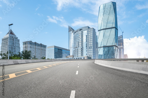 Photo empty highway with cityscape and skyline of qingdao,China.