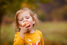 Cute Little Girls Eating Red D...