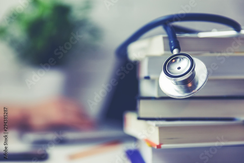 Obraz medical school student studying in the library - fototapety do salonu