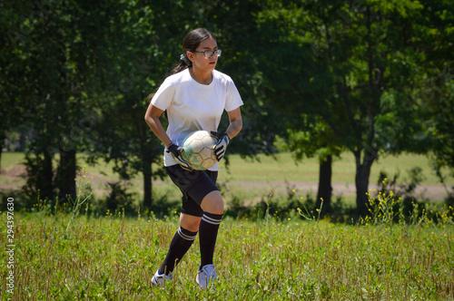 Niña futbolista en latinoamérica Canvas Print