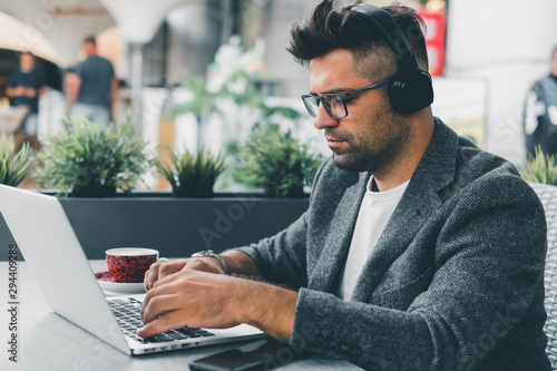 Canvastavla  Young beard man using laptop on office, freelance work, outdoor close up hipster
