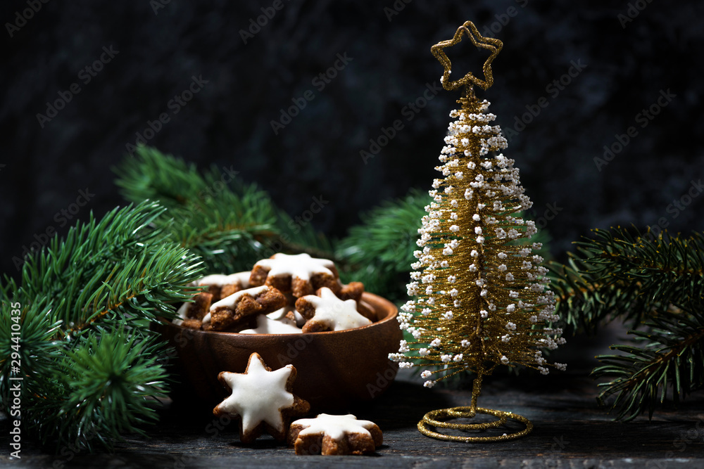 Fototapety, obrazy: decorative christmas tree and gingerbread cookie