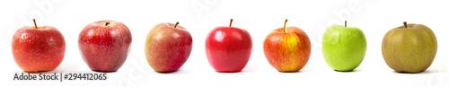 Fotografia différentes sortes de pommes sur fond blanc