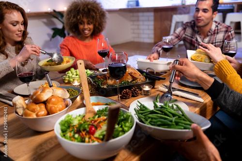 Tuinposter Kruidenierswinkel Millennial adult friends celebrating Thanksgiving together at home
