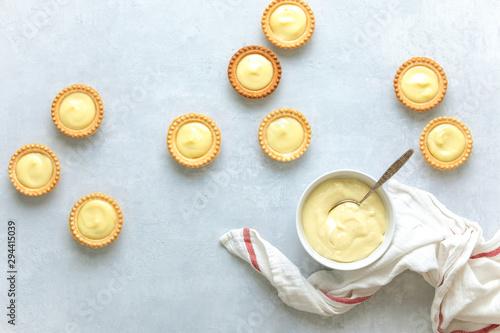 Cuadros en Lienzo Tartlets filled with plain homemade custard