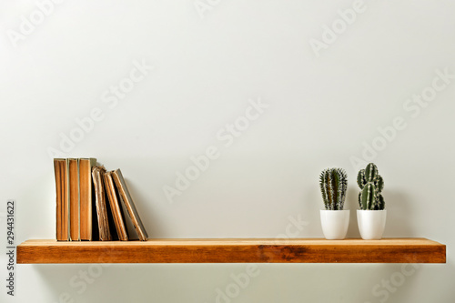 Fotomural Wooden kitchen shelf of free space for your decoration and gray wall space