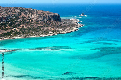 Photo sur Toile Vert corail view of an island in the sea