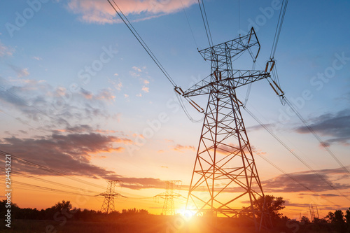 Fotografía  Electrical substation silhouette on the dramatic sunset background
