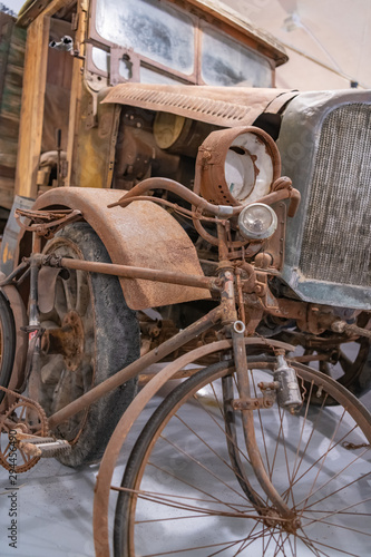 Photo sur Toile Pays d Europe Ancient rusted bicycle and car in an old shed