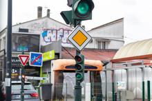 Panneau De Route Prioritaire A...