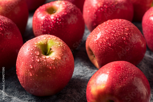 Poster Hoogte schaal Raw Red Organic PInk Lady Apples