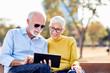 Leinwanddruck Bild - senior couple happy tablet computer internet smiling