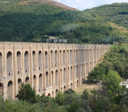 Photo Ancien Caroline Aqueduct in South Italy
