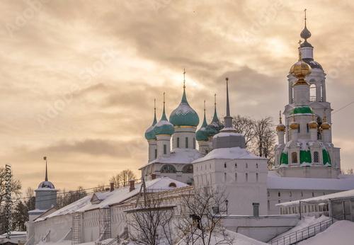 Fotografie, Obraz  Vvedensky Tolgsky monastery in Yaroslavl on cloudy winter evening