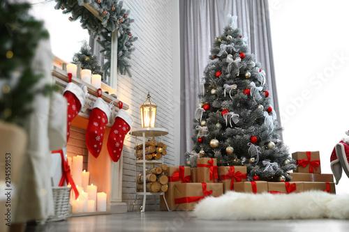 Obraz na płótnie Beautiful decorated Christmas tree in living room interior