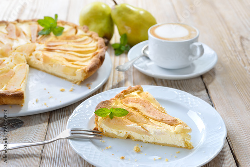 Fotografia Home baked French style dessert pear tart with curd cheese, served with a cup o