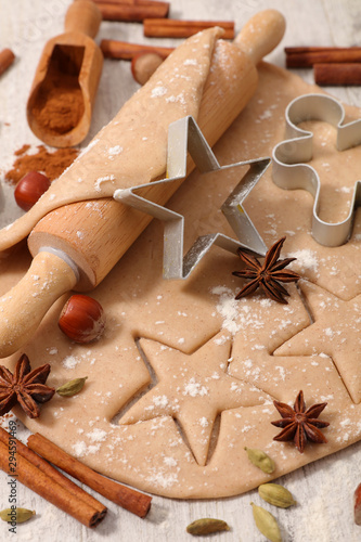 Valokuva cooking gingerbread cookies for christmas