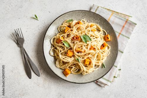 Spoed Fotobehang Kruidenierswinkel Pumpkin Spaghetti Pasta