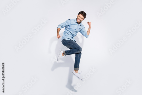 Fotografía Full size profile photo of funny indian guy jumping high rejoicing raising fists