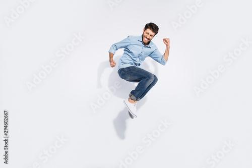 Fotografía Full body profile photo of funny arabian guy jumping high rejoicing of great win