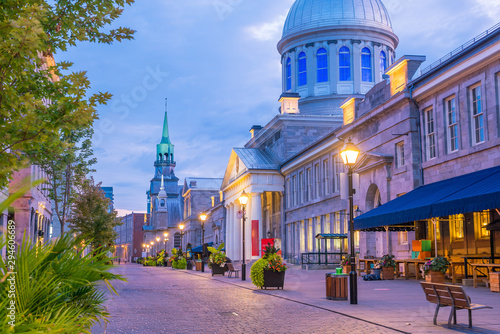 Foto auf AluDibond Himmelblau Old town Montreal at famous Cobbled streets at twilight