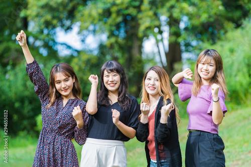 Fotografie, Tablou  応援する女性4人