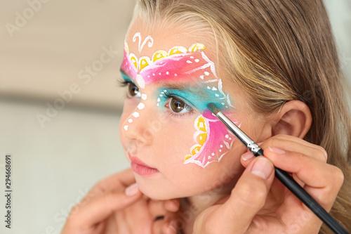 Artist painting face of little girl indoors Fototapete