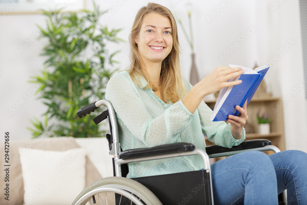 Fototapety, obrazy: disabled woman reading a book