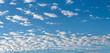Banner: blauer Himmel mit Schäfchenwolken