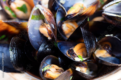 Photo Steamed mussels with greens