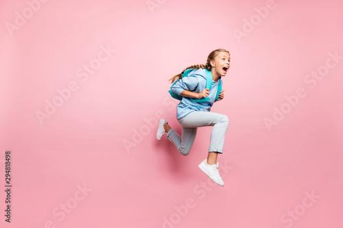 Fotomural  Full length body size turned photo of frightened fearful girl running away in fe