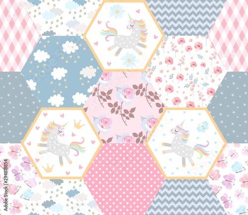 bajkowy-wzor-mozaiki-z-cute-jednorozce-chmury-z-gwiazdami-kwiaty-i-ozdobne-laty-nadruk-na-materiale-niemowlecym
