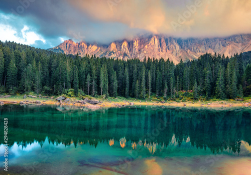 Arbre Fantastic summer sunrise on Carezza (Karersee) lake. Exciting morning scene of Dolomiti Alps, Province of Bolzano, South Tyrol, Italy, Europe. Beauty of nature concept background.
