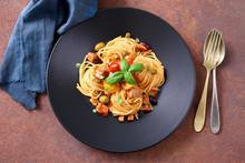 Spaghetti Con Pesce Tonno Fresco Pomodorini Olive E Capperi