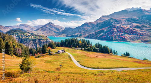 Cadres-photo bureau Miel Aerial morning view of Roselend lake/Lac de Roselend. Picturesque autumn scene of Auvergne-Rhone-Alpes, France, Europe. Beauty of nature concept background.