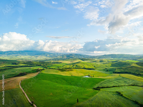 Foto auf AluDibond Himmelblau Tuscany countryside hills, stunning aerial view in spring.