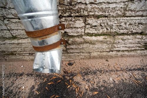 Obraz na plátne Rusty fastening drainpipe