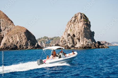 Cuadros en Lienzo Motor boat at sea
