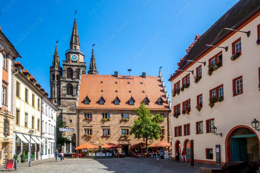 Fototapeta Sankt Gumbertus Kirche und Rathaus, Ansbach, Bayern, Deutschland