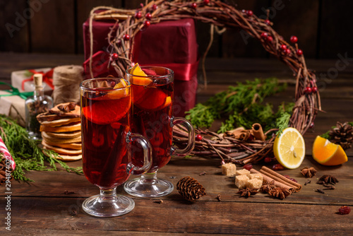 Foto auf Leinwand Alkohol Christmas hot mulled wine with cinnamon cardamom and anise on wooden background