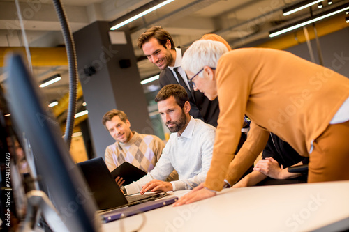 Fototapety, obrazy: Senior businesswoman working together with young business people in office