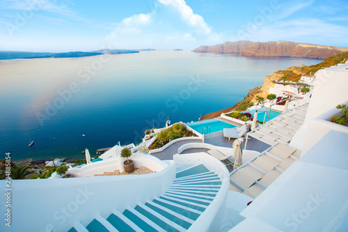 Foto auf AluDibond Licht blau Beautiful Santorini by surise Greece