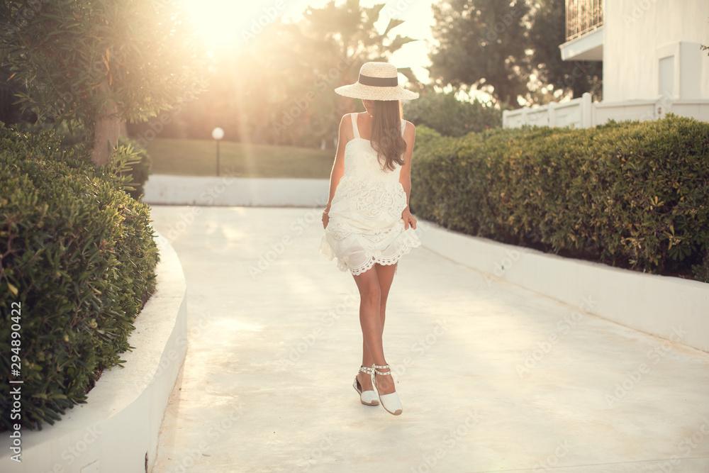 Fototapety, obrazy: Girl in white dress