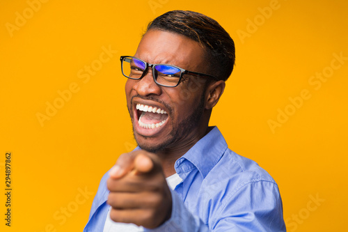 Pinturas sobre lienzo  Afro Man Laughing Pointing Finger At Camera Over Yellow Background