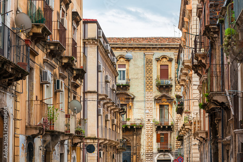 La pose en embrasure Con. Antique CATANIA, ITALY - January 19, 2019: Antique building view in Old Town Catania, Italy