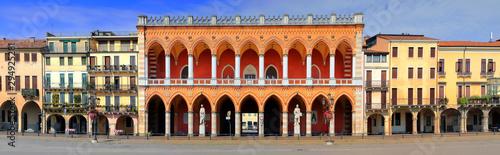 Staande foto Oude gebouw view on Loggia Amulea in prato della valle square in padua city in italy
