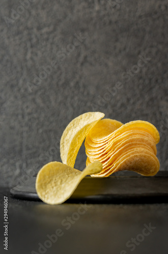 Fotomural Potato chips on the plate