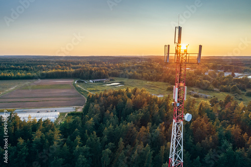 Photo Mobile communication tower during sunset from above.