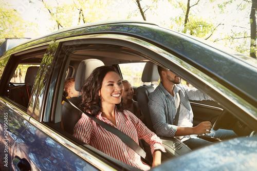 Valokuva Happy family in car on road trip